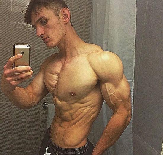 UKBFF Champion Alex Platt