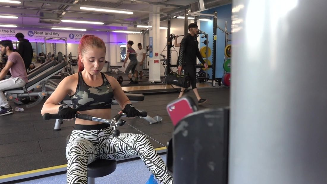 Ana Calin fitness girl, trains in London gym