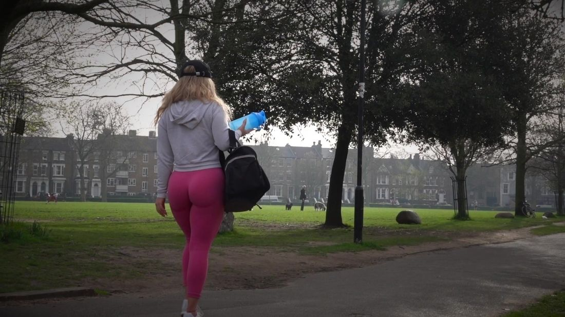 Stunning Italian Fitness Girl Trains Legs In The Park!