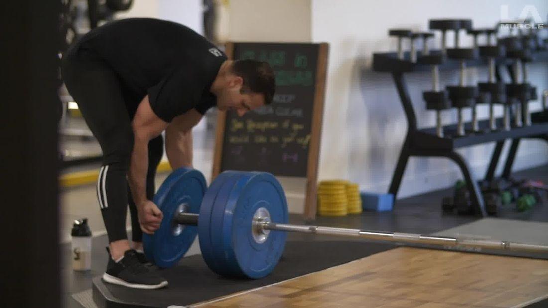 Deadlifts with pro bodybuilder Alistair Richardson