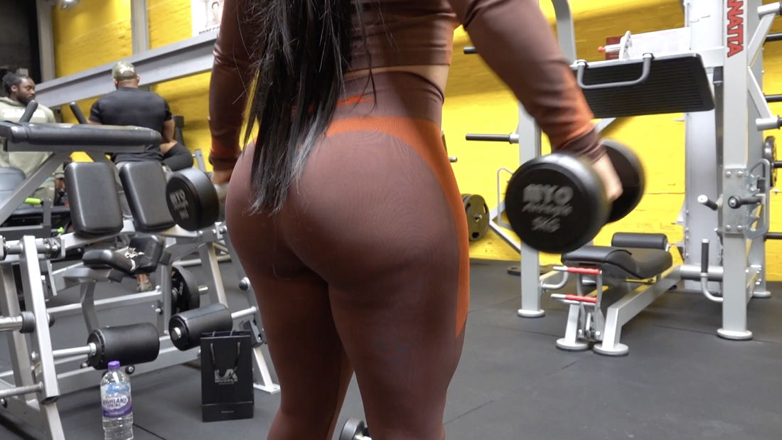 Competitive Fitness Model Trains Shoulders at Graftism gym