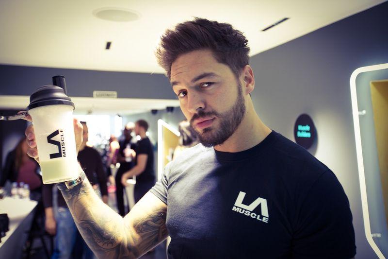 Mario Falcone visits LA Muscle's amazing shop in Richmond, Surrey