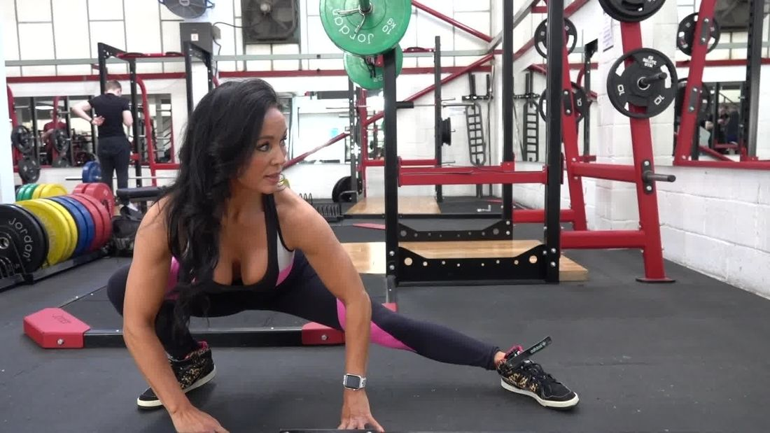 WBFF Fitness Model Rachel Turner trains Glutes & Hamstrings