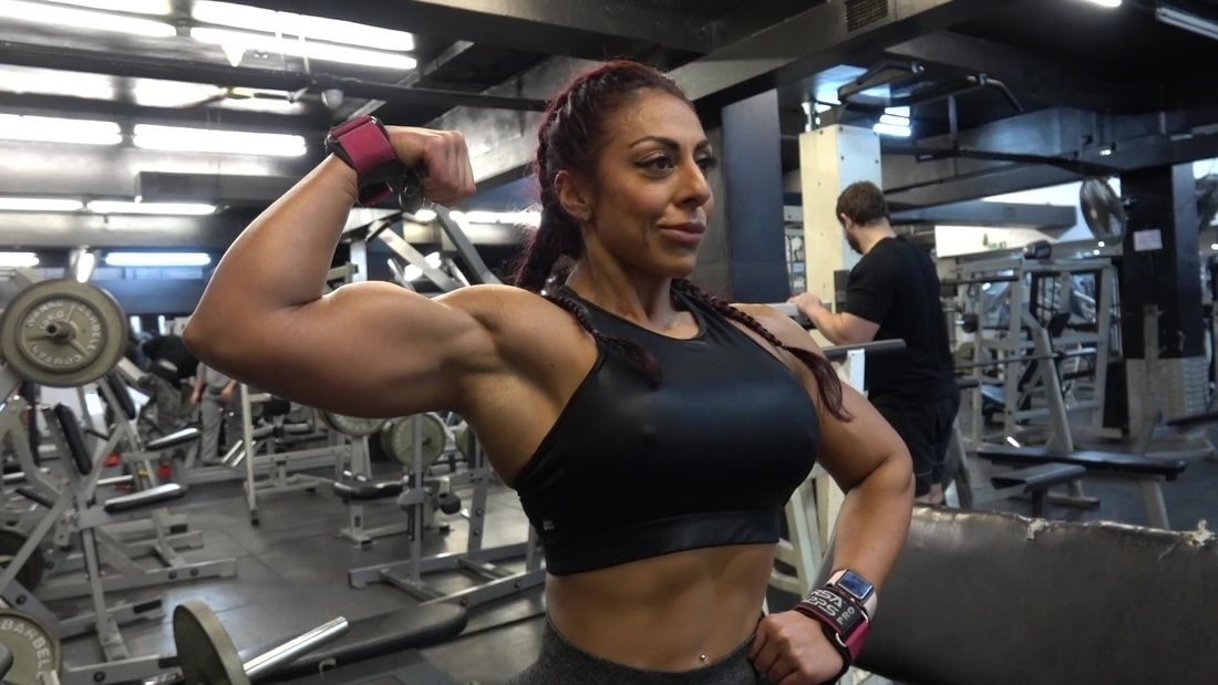 IFBB Pro Bodybuilder Sophia Samee trains Back