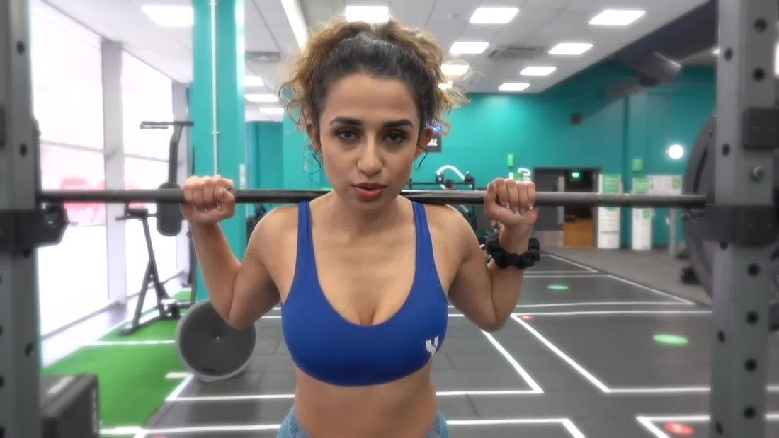 OMG! Hot Fitness Girl Tahlia trains glutes & hamstrings