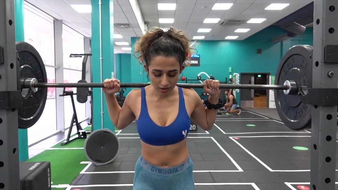 Fitness girls Squat !!!